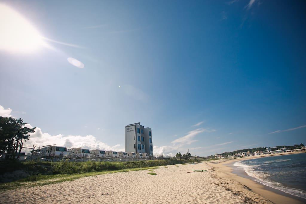 씨카라반 앞 해변에서 바라본 씨카라반