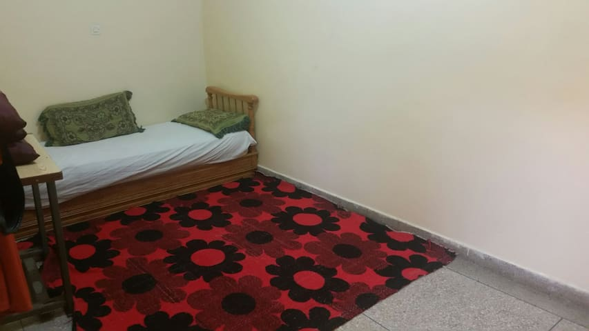 Chambre dans une maison familiale ( pour femmes )