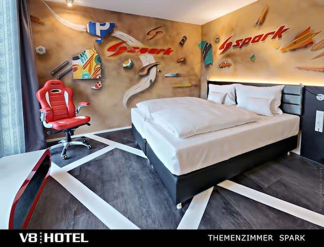 V8-Hotel-TZ--Spark