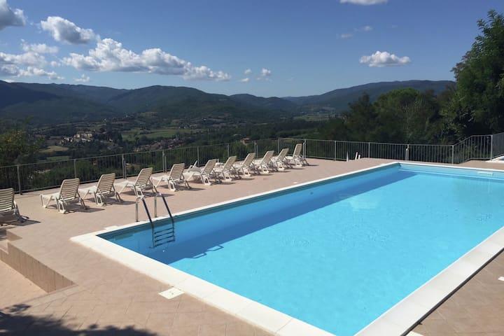 Aangenaam appartement in Citerna met gedeeld zwembad