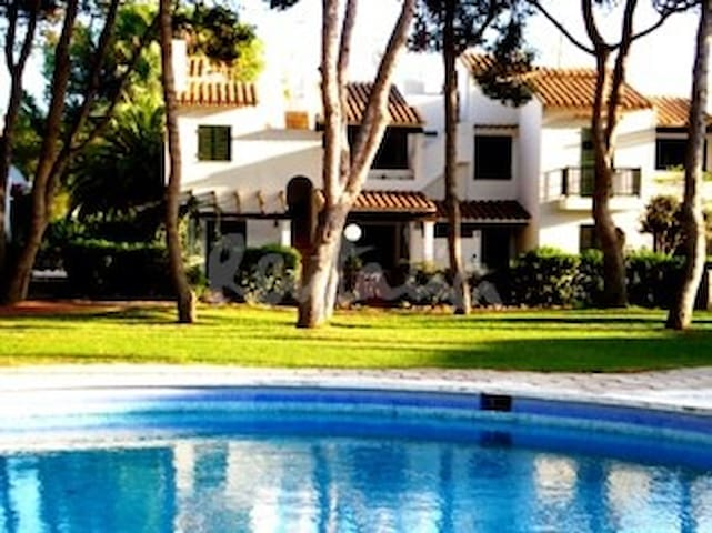 Apartamento, piscina comunitaria a 150m de playa - Son Xoriguer - Flat