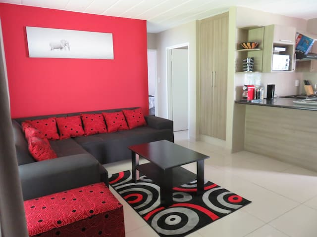 Secluded Airport Hideaway - Boksburg - Apartment