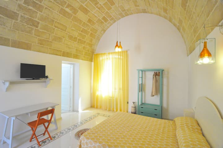 Room in agritourism, with pool and restaurant.