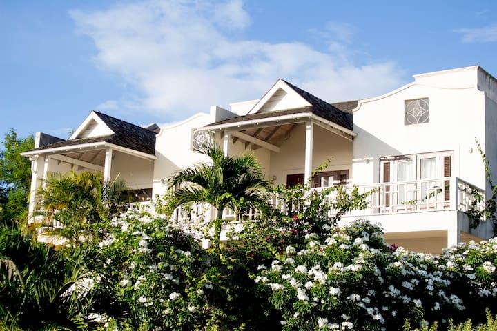 Luxury Villa - Ocean views, Golf course .