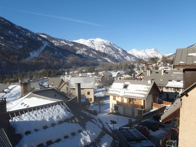 Quiet 5-bedroom flat 3mn from Serre-Che ski slopes