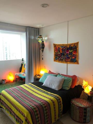 Apartamento colorido e acolhedor