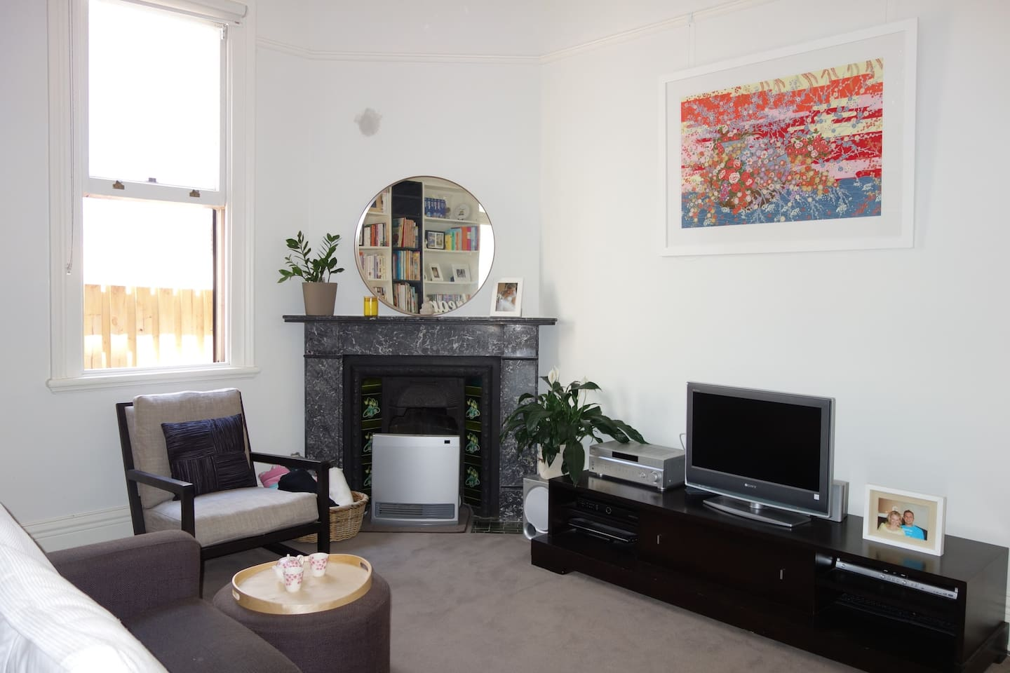 Cosy lounge filled with original features + TV, wireless internet