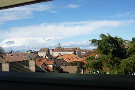 Duplex bordure de forêt - Voisins-le-Bretonneux - Huoneisto