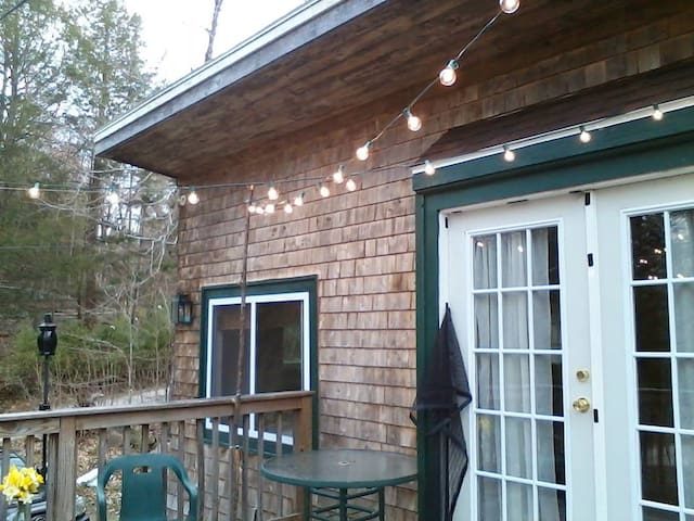 Cozy home steps away from the lake - Windham - Hus