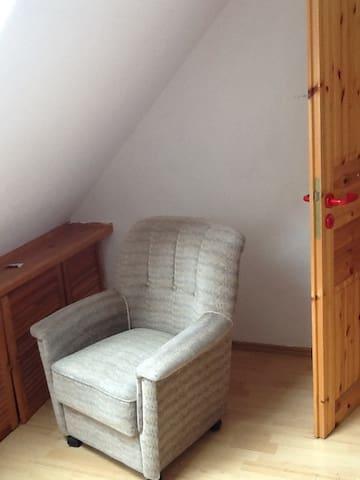 Ruhiges Zimmer mit sehr guter Anbindung - Hamburg - House