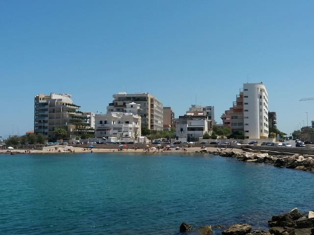 Sea front spacious apartment with private parking