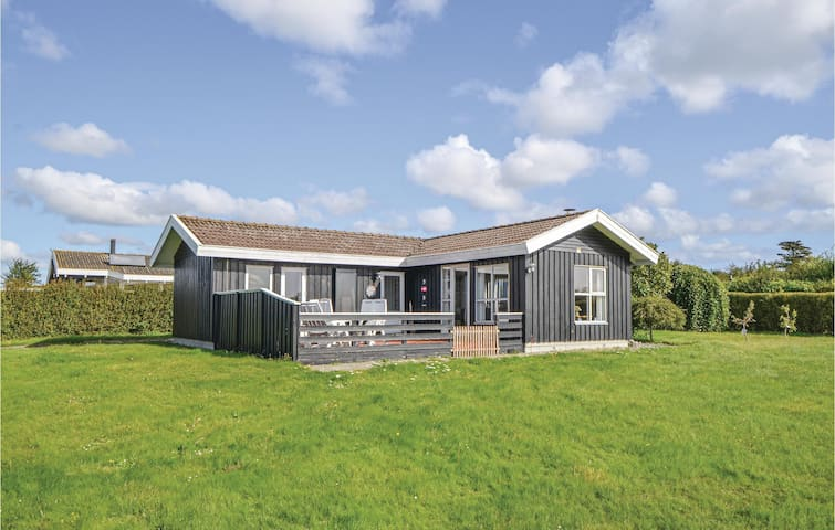 Holiday cottage with 3 bedrooms on 70m² in Ebeltoft