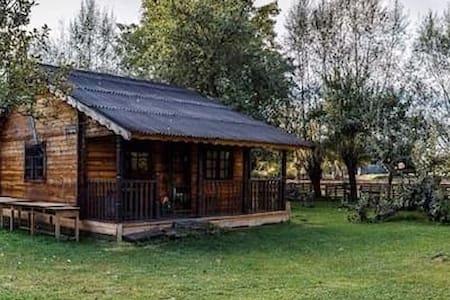 Cabaña en pueblo junto a un río - Castrillo de Porma