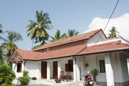 Beautiful Colonial House - Balapitiya - House