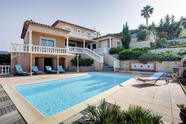 Exclusive villa in Frejus in the cool Esterel