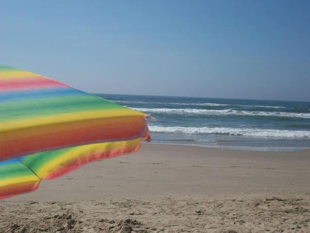 Praia Paraíso, a 1 quadra do mar.