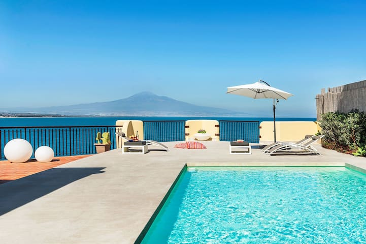 Villa in front of the Sea in Sicily, 8 People, WiFi, A/C, private pool