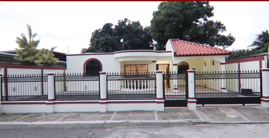 Casa totalmente amueblada en Tenares, RD.