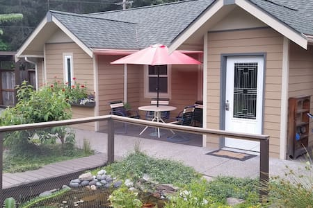 Quiet Private Casita,  comfortable accommodations - Packwood