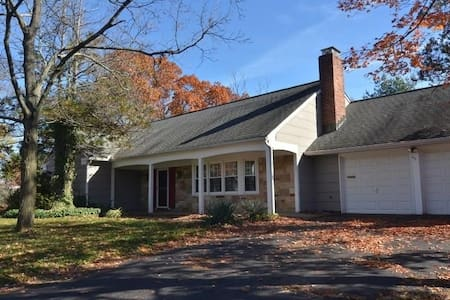 Spacious House near Rutgers/New Brunswick/NYC - Franklin Township
