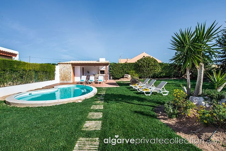 A lovely 3 bedroom villa with pool in Sagres - Sagres - Villa