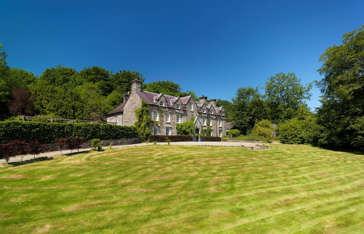 Elegant country house 4 poster room - Ponthirwaun - Bed & Breakfast