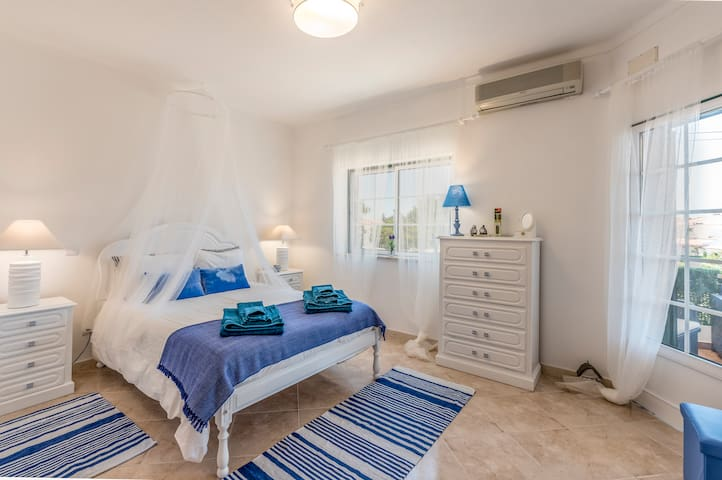 COTOVIA HOME vacations steps from the beach