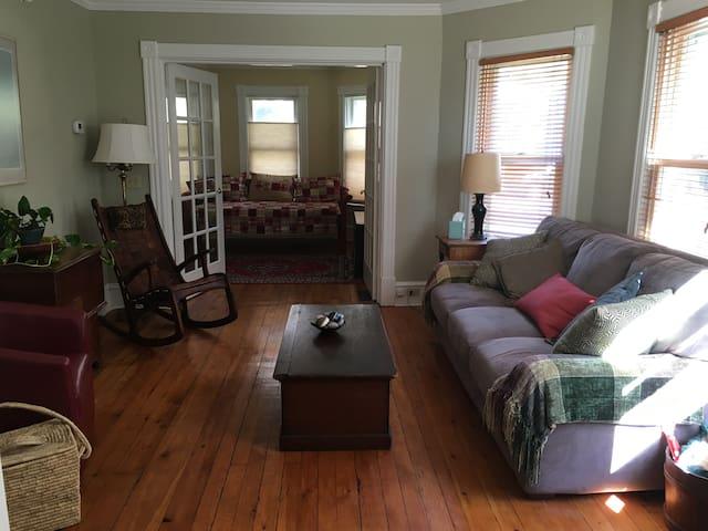 Walking distance to everything! - Burlington - Apartment