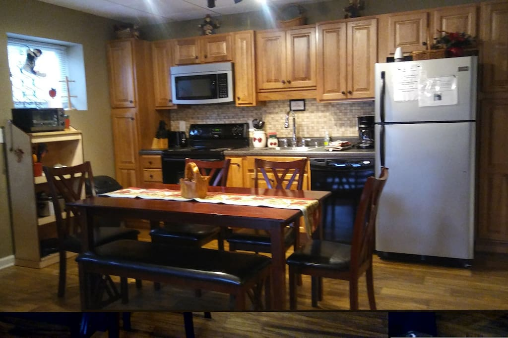 KITCHEN DINING AREA VIEW