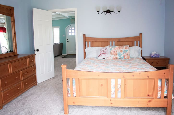 Second bedroom, queen bed with room for a crib