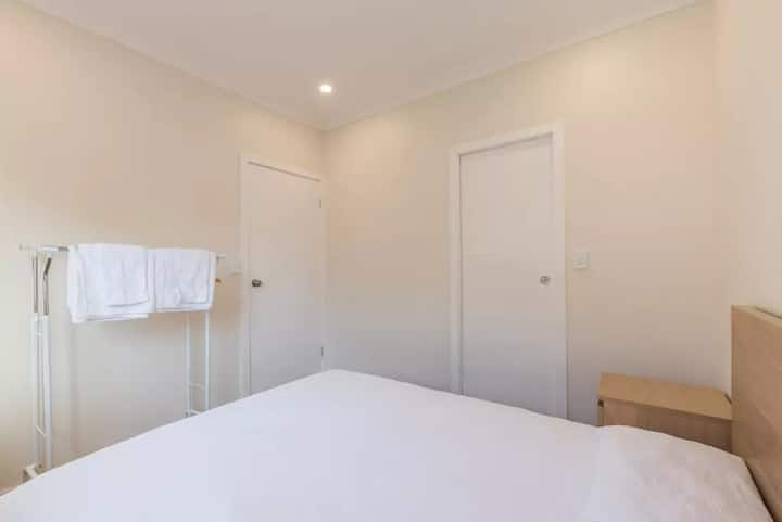 Brand new spacious house -station/airport new A/C