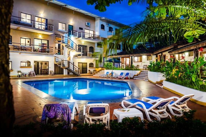 2BR (4ppl),wifi,kitchen,pool, close to beach- Casa Eleri