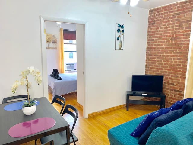 Gorgeous 1 BDR Apartment- 2 blocks to Times Sq.