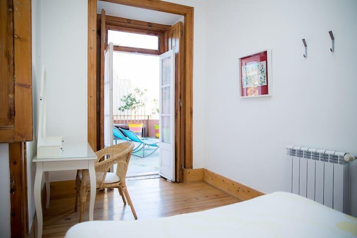 Double room w/shared bathroom @ ThisIsLisbonHostel