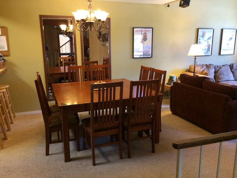 Diningroom table seats 8 people