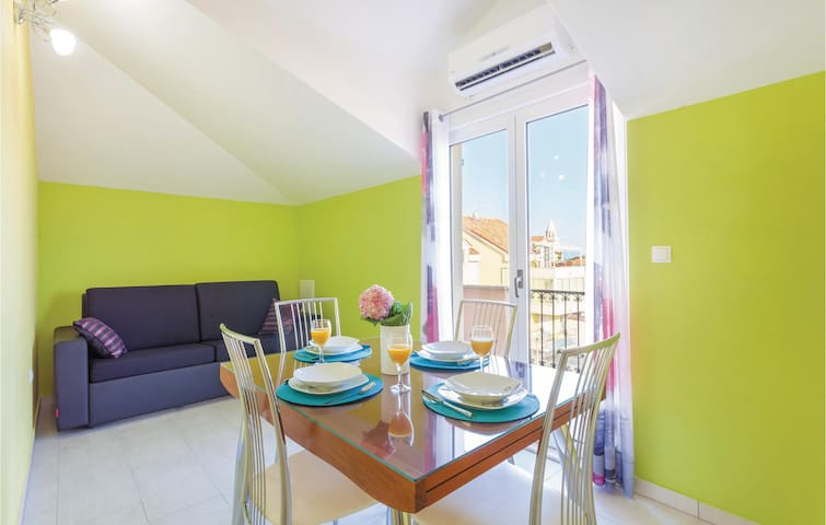 Holiday apartment with 4 bedrooms on 130m² in Kastel Stafilic
