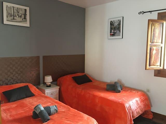 suite grenade chambre deux lits