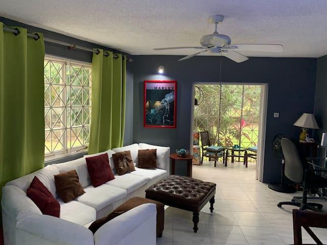 Modern 2 Bedroom Apartment - Norbrook