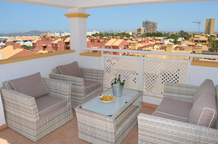 Penthouse apartment, roof terrace, wifi, pool