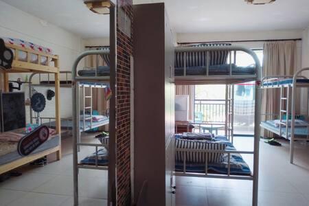 日月湾浪人旅舍(Man's Dormitory)