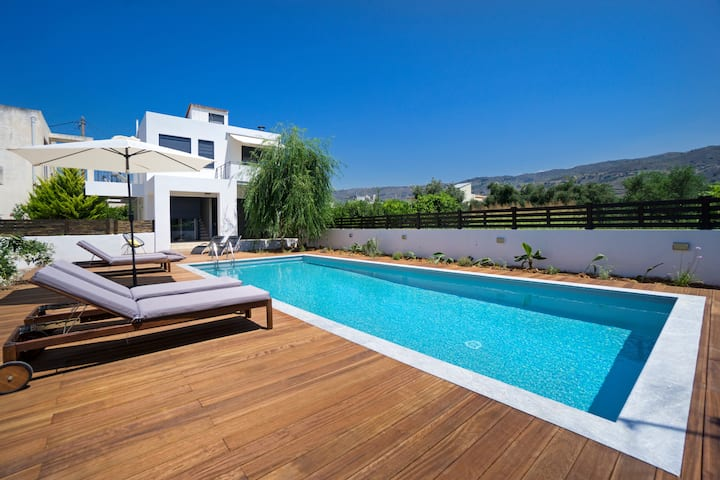 Modern Villa Seametry, only 10 min. from the city!