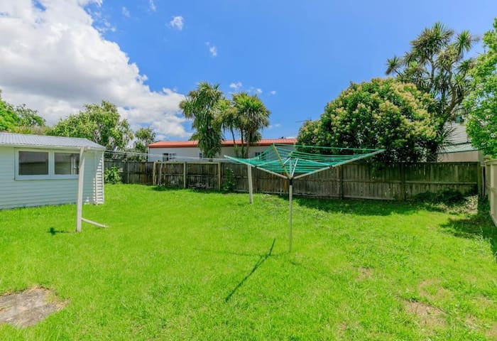14 Dignan Street - Serviced 2 Bedrooms House