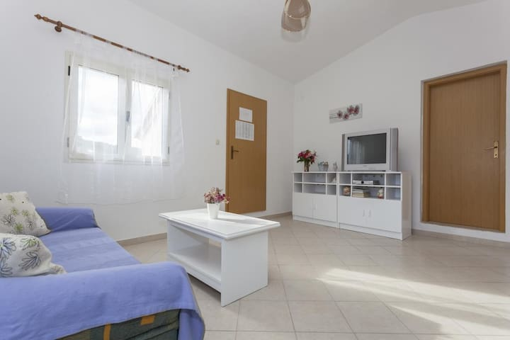 One bedroom apartment with air-conditioning Stomorska, Šolta (A-14960-e)