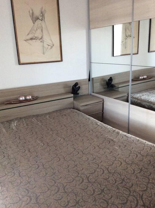 chambre d 39 h te deux pas de la mer appartements louer cagnes sur mer provence alpes c te. Black Bedroom Furniture Sets. Home Design Ideas