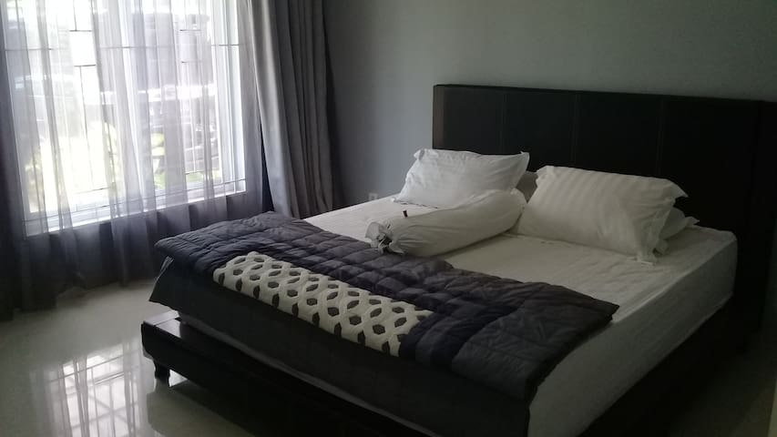 Clover Room@Palm Drive House Sentul City