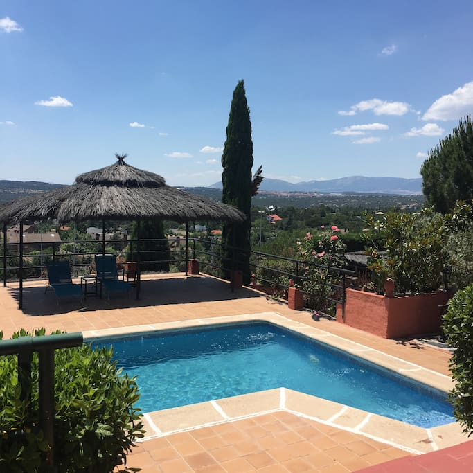 Casa con encanto y atardeceres sierra de madrid casas en for Piscina torrelodones