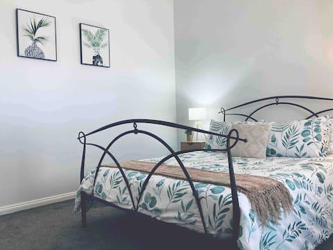 Central Penola,2 Bedrooms,Free Wine Netflix WiFi