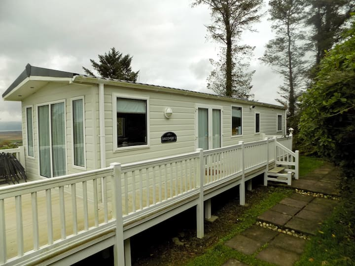 Spacious tranquil Caravan with stunning views.