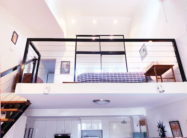 Newtown Loft Apartment with Balcony/Carpark