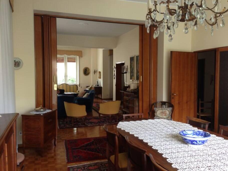 La sala da pranzo, e il salotto